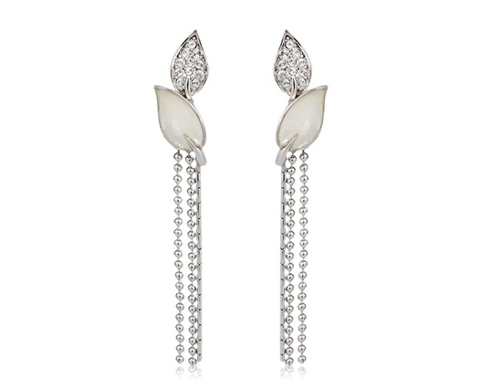 MANKINS Shell Tassel Design Earrings (Silver)